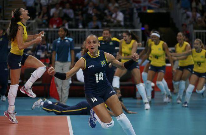 Бразильянки вышли в плей-офф лишь в самый последний момент, уступив на групповой стадии даже Корее. Понятно, что победе над российской сборной они радовались как дети. Фото REUTERS