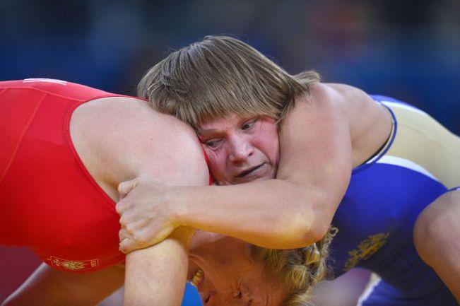 Вчера. Лондон. Любовь ВОЛОСОВА (справа) против Моники Евы МИХАЛИК. Фото AFP