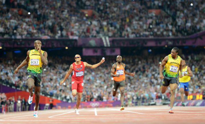 Вчера. Лондон. Победный финиш Усэйна БОЛТА (слева). Фото AFP