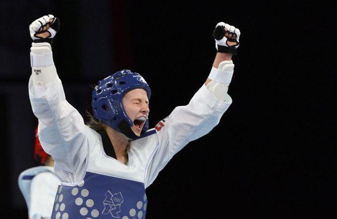 Суббота. Лондон. Только что Анастасия БАРЫШНИКОВА одержала победу над кореянкой Ли Ин Чон в схватке за бронзу. Фото AFP