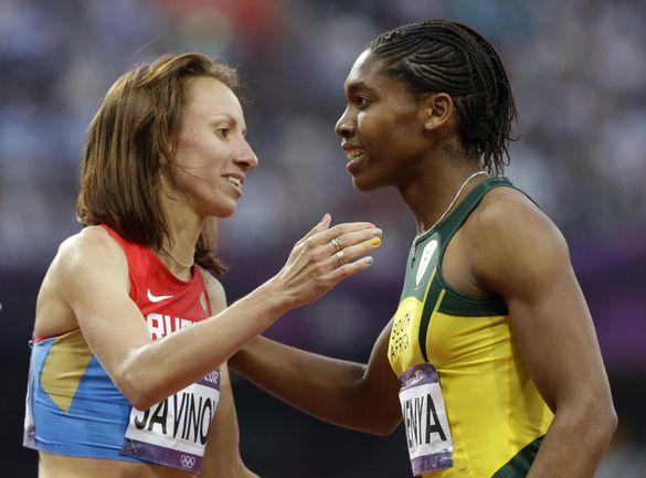 Суббота. Лондон. Олимпийская чемпионка-2012 в беге на 800 метров Мария САВИНОВА (слева) и обладательница серебряной медали Кастер СЕМЕНЯ. Фото AFP