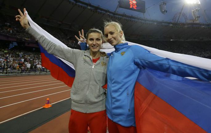 "Суббота. Лондон. Анна ЧИЧЕРОВА (слева) и Светлана ШКОЛИНА. Фото Алексея ИВАНОВА, ""СЭ"". Фото ""СЭ"""