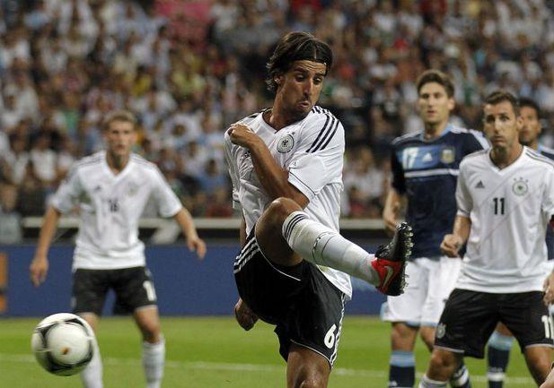 Среда. Франкфурт. Германия - Аргентина - 1:3. 45+1-я минута. Сами ХЕДИРА срезает мяч в свои ворота. Фото REUTERS
