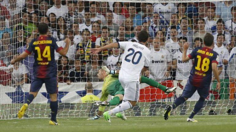 "Среда. Мадрид. ""Реал"" - ""Барселона"" - 2:1. Гол Гонсало ИГУАИНА. Фото REUTERS"