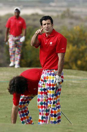 Май. Тенерифе. Знаменитый Луиш ФИГУ и на поле для гольфа всегда находится в центре внимания. Фото AFP