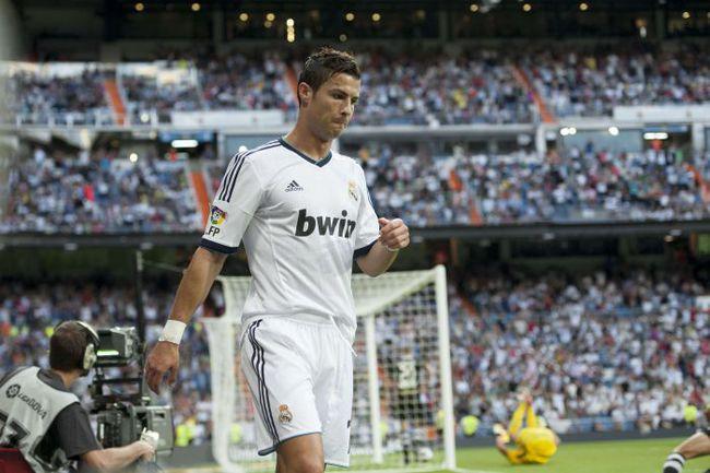 """Вчера. Мадрид. """"Реал"""" - """"Гранада"""" - 3:0. Криштиану РОНАЛДУ """"празднует"""" свой первый гол. Фото AFP"""
