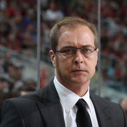 """Новый главный тренер магнитогорского """"Металлурга"""" Пол МОРИС - самый молодой тренер в истории НХЛ, достигший отметки в 1000 матчей. Фото REUTERS"""