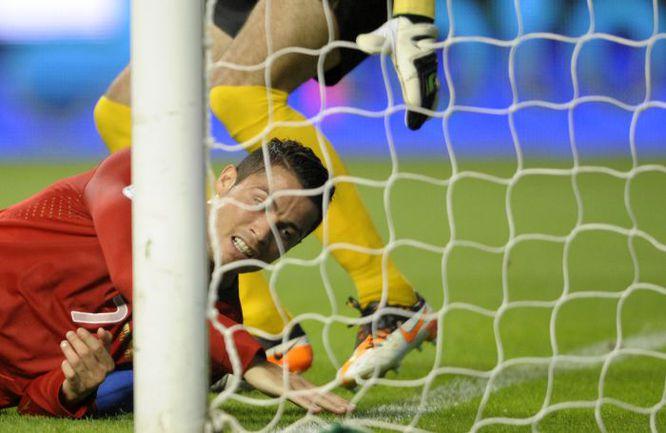 Вторник. Брага. Португалия - Азербайджан - 3:0. Прежде чем реализовать свое преимущество, КРИШТИАНУ РОНАЛДУ и его партнеры упустили немало голевых моментов. Фото AFP