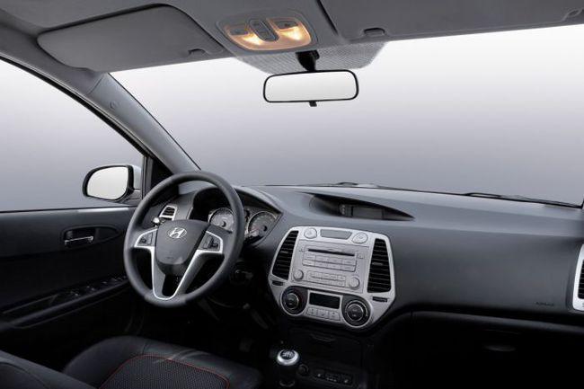 """Модель i20, которую инженеры """"Хендэ"""" превращают в раллийный болид, на российском рынке не продается. Фото - Hyundai. Фото """"СЭ"""""""