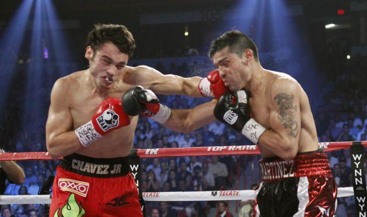 Суббота. Лас-Вегас. Хулио Сесар ЧАВЕС (слева) против Серхио МАРТИНЕСА. Фото REUTERS