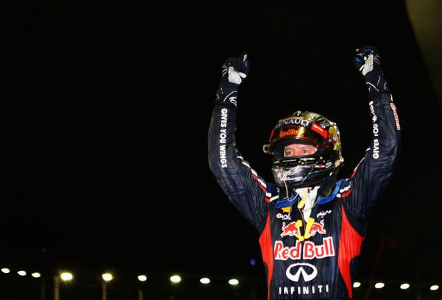 """Сегодня. Сингапур. Себастьян ФЕТТЕЛЬ празднует вторую победу в сезоне. Фото - Red Bull. Фото """"СЭ"""""""