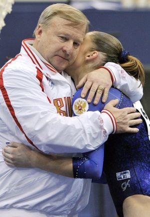 Александр АЛЕКСАНДРОВ и его личная ученица Алия МУСТАФИНА. Фото AFP