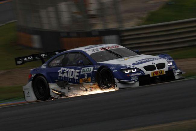 """Борьба в DTM бывает такой плотной, что аж искры летят из-под сплиттера. Фото - BMW. Фото """"СЭ"""""""