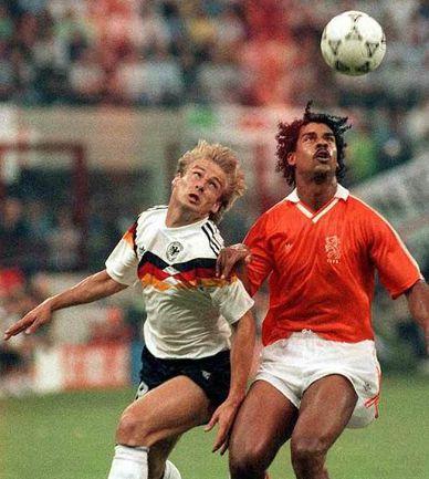 Легендарный голландец Франк РАЙКАРД (справа). Фото REUTERS