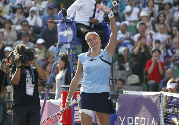 Суббота. Токио. Надежда ПЕТРОВА празднует победу. Фото AFP