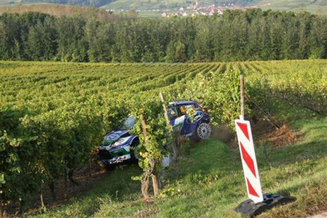 """Попав в виноградник, норвежский пилот """"слепнет"""", но при этом не сбрасывает газ. Фото - Denis Werwer / www.lalsace.fr. Фото """"СЭ"""""""