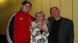 2005 год. Владимир КРУТОВ с супругой Ниной и сыном Алексеем. Фото Динары КАФИСКИНОЙ.