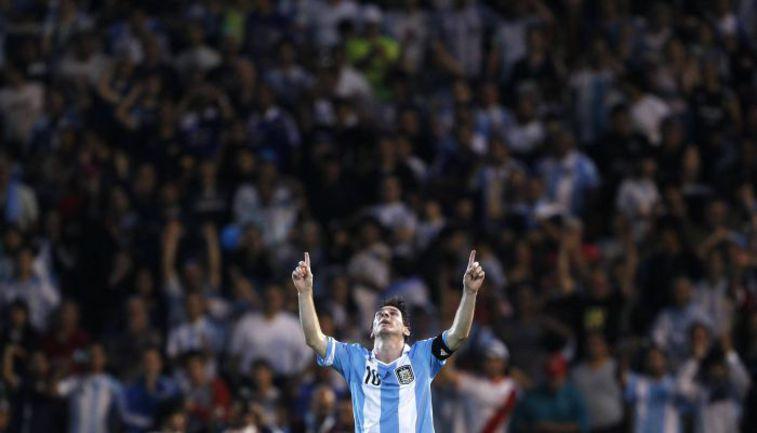 Пятница. Мендоса. Аргентина - Уругвай - 3:0. Лионель МЕССИ, кажется, наконец, нашел свою фирменную игру в матчах за сборную. Фото REUTERS
