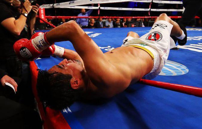 Суббота. Бруклин. Только что Дэнни Гарсиа отправил Эрика МОРАЛЕСА в нокаут. Фото AFP