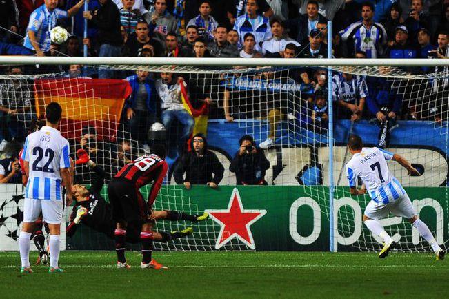 """Среда. Малага. """"Малага"""" - """"Милан"""" - 1:0. Не реализовав пенальти в первом тайме, ХОАКИН (№7) отметился голом с игры во втором. Фото AFP"""