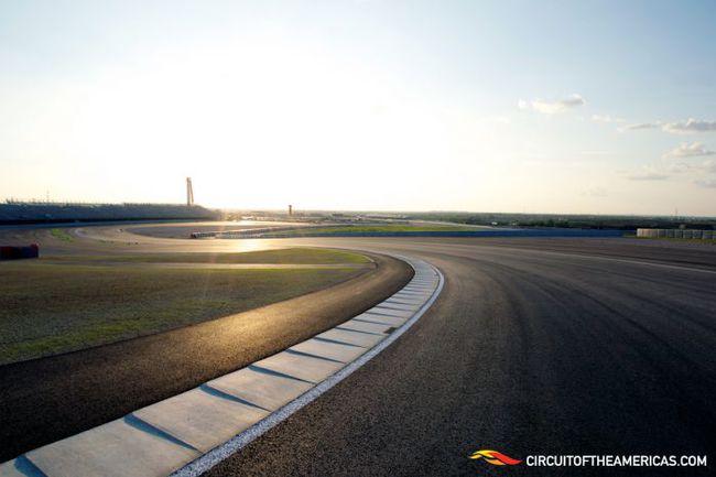 """Важнейшее неизвестное накануне гонки на Circuit of Americas - отсутствие информации о том, как покрышки будут работать на местном асфальте. Пока даже специалисты """"Пирелли"""" могут только догадываться об этом. Фото """"СЭ"""""""