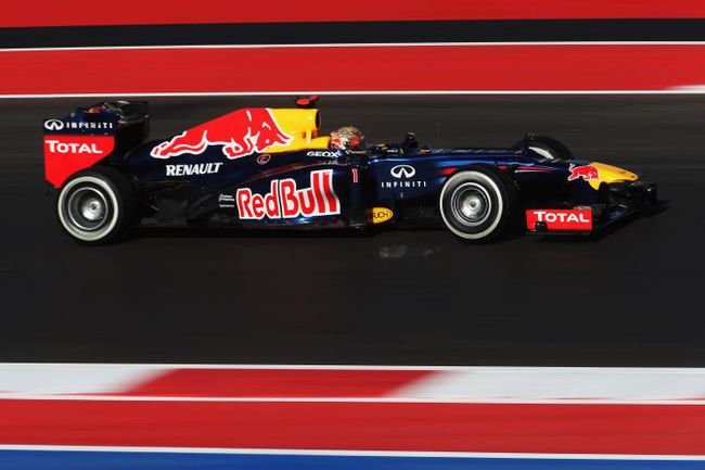 """В юбилейных для себя гонках пилоты """"Формулы-1"""" добиваются успеха весьма редко, Но Себастьяну ФЕТТЕЛЮ, для которого воскресная гонка станет 100-й, вполне по силам нарушить традицию. Фото - Red Bull. Фото """"СЭ"""""""