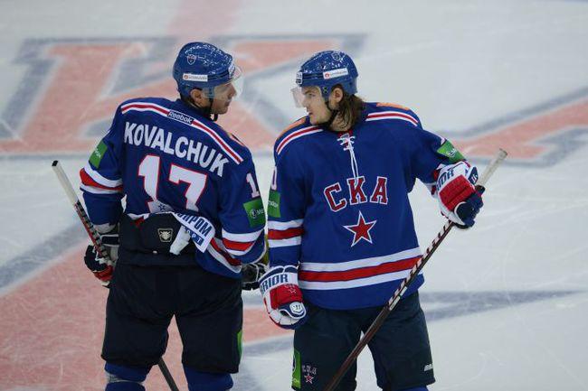 Нападающие СКА Илья КОВАЛЬЧУК (слева) и Владимир ТАРАСЕНКО. Фото photo.khl.ru
