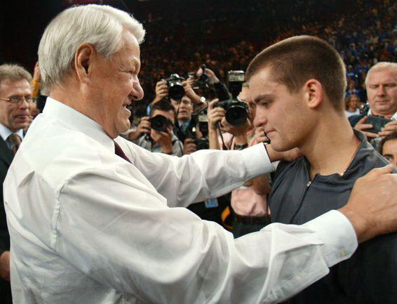 Борис ЕЛЬЦИН и Михаил ЮЖНЫЙ. Фото AFP