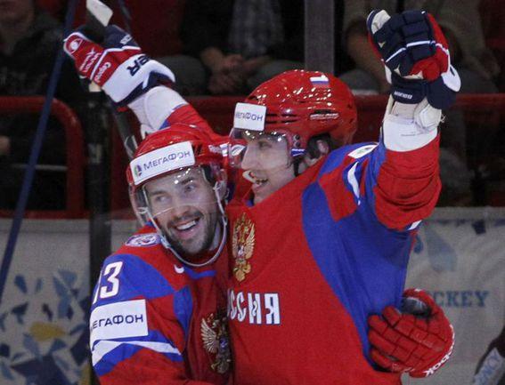 Павел ДАЦЮК (слева) и Александр ОВЕЧКИН. Фото REUTERS