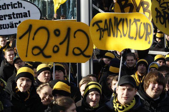 """8 декабря. Болельщики """"Боруссия"""" Д провели акцию протеста против новой концепции безопасности на стадионах, призвав поклонников всех команд к молчанию на трибунах в течение первых 12 минут и 12 секунд каждой игры. Фото REUTERS"""
