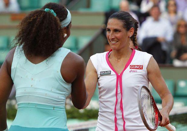 Победа Виржини РАЗЗАНО (слева) над Сереной УИЛЬЯМС в первом круге Roland Garros стала одной из самых громких сенсаций 2012 года. Фото AFP