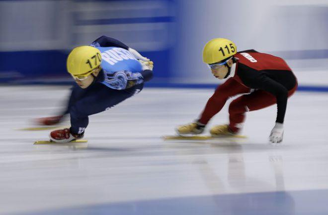 Мастер шорт-трека Виктор АН (слева) принес России в этом сезоне уже три победы на этапах Кубка мира. Фото REUTERS