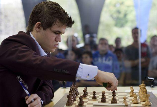 Магнус КАРЛСЕН - главный фаворит 75-го по счету шахматного фестиваля в Вейк-ан-Зее. Фото REUTERS