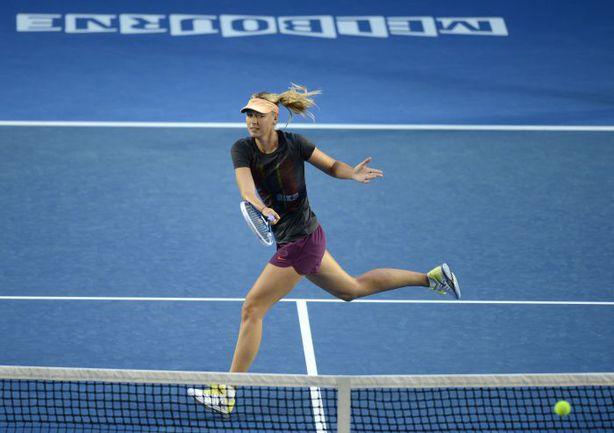 Сегодня. Мельбурн. Мария ШАРАПОВА готовится к старту Australian Open-2013. Фото AFP
