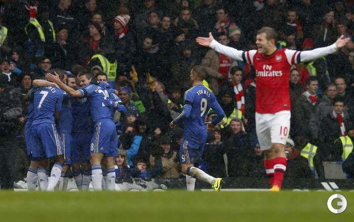 """Воскресенье. Лондон. """"Челси"""" - """"Арсенал"""" - 2:1. Партнеры поздравляют Хуана МАТУ с забитым мячом. Фото REUTERS"""