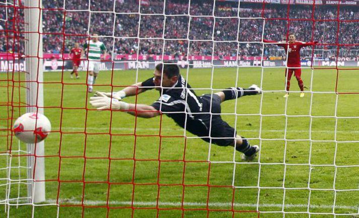 """19 января. Мюнхен. """"Бавария"""" - """"Гройтер Фюрт"""" - 2:0. Один из двух мячей Марио Манджукича в ворота гостей. Фото Reuters"""