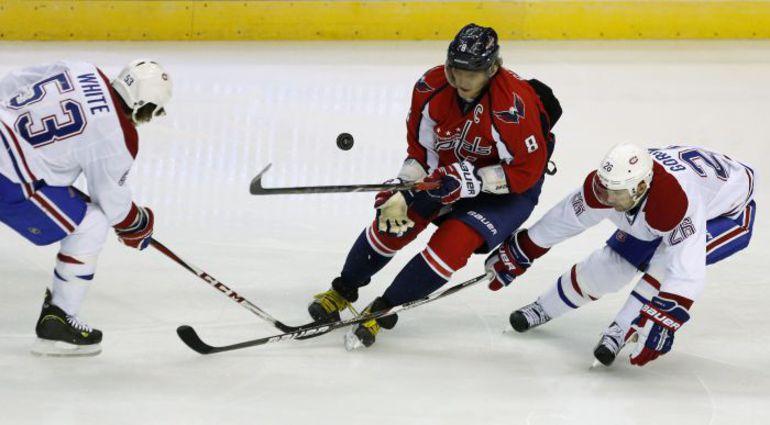 """Сегодня. Вашингтон. """"Вашингтон"""" - """"Монреаль"""" - 1:4. У Александра ОВЕЧКИНА и его команды старт сезона в НХЛ не задался. Фото REUTERS"""