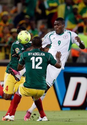 Смогут ли Эммануэл ЭМЕНИКЕ и его партнерыпо сборной Нигерии выбить из турнира главного фаворита - команду Кот-д'Ивуара? Фото AFP