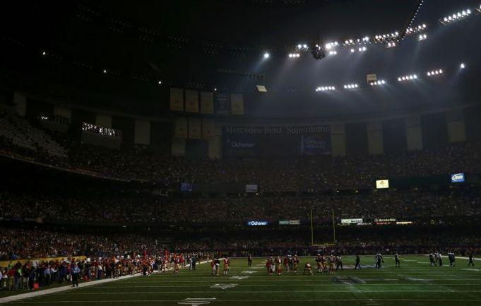 """Сегодня. Нью-Орлеан. """"Сан-Франциско"""" - """"Балтимор"""" - 31:34. Только что на арене погасло освещение. Фото Reuters"""