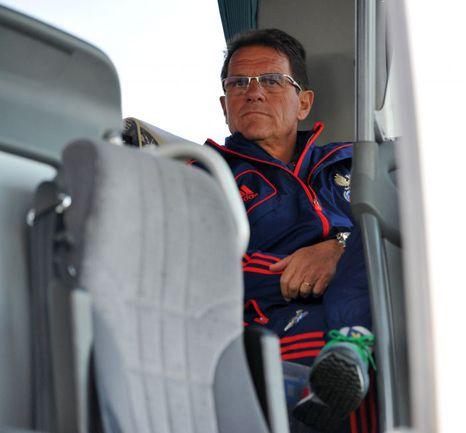 """Вчера. Марбелья. Фабио КАПЕЛЛО в командном автобусе сборной. Фото - Александр ФЕДОРОВ, """"СЭ"""". Фото """"СЭ"""""""