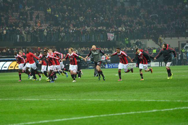 """Среда. Милан. """"Милан"""" - """"Барселона"""" - 2:0. Хозяева празднуют победу над грозным соперником. Фото AFP"""