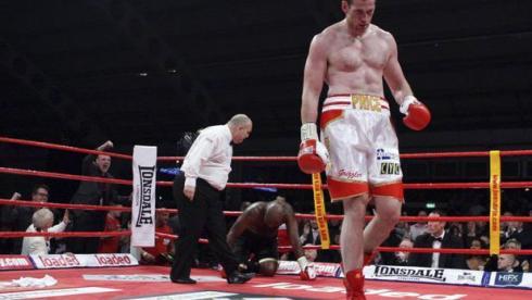 Британский тяжеловес Дэвид ПРАЙС потерпел сенсационное поражение. Фото AFP. Фото «СЭ»