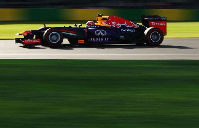 """У всех болидов хвост """"задран"""" в той или иной степени, но команда """"Ред Булл"""" на """"Гран-при Австралии"""" довела дорожный просвет сзади до экстремальных для """"Формулы-1"""" значений. Фото Red Bull. Фото «СЭ»"""