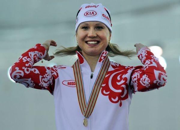 Суббота. Сочи. Ольга ФАТКУЛИНА - на верхней ступени пьедестала чемпионата мира. Фото AFP