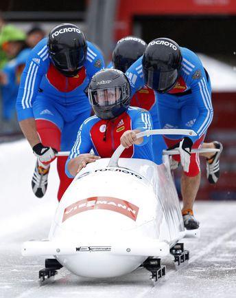 Стартует экипаж Александра КАСЬЯНОВА. Фото AFP