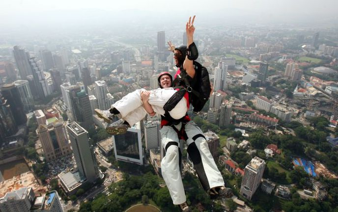 Бейсджампинг - один из самых опасных видов спорта. Фото AFP. Фото AFP
