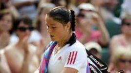 2 июля 2009 года. Лондон. Динара САФИНА покидает уимблдонский корт после поражения в полуфинале с Винус Уильямс.