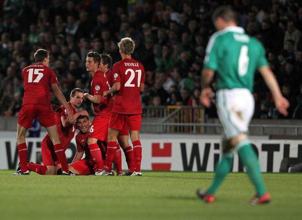 11 сентября 2012 года. Белфаст. Северная Ирландия - Люксембург - 1:1. Гости празднуют гол, который позволяет им сыграть в Белфасте лучше, чем в августе 2013-го россияне. Фото AFP