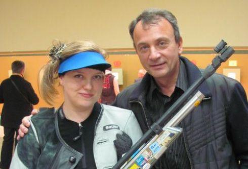 Марина БОБКОВА с тренером Юрием ФЕДЬКИНЫМ после победы в Краснодаре. Фото «СЭ»