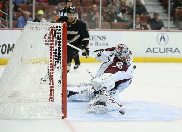 """Вратарь """"Колорадо"""" и сборной России Семен ВАРЛАМОВ признан лучшим игроком среды в НХЛ. Фото AFP"""